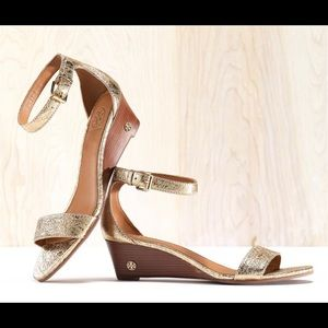 Tory Burch Savannah Wedge Sandal Gold Size 6